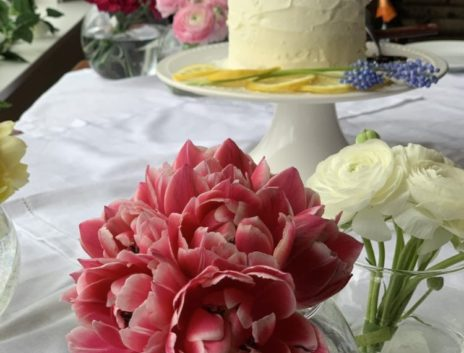 cake table with flower bowls